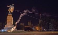 10-12-2014-demolare statuie Lenin Harckov-28-09-2014-www.reporterntv.ro