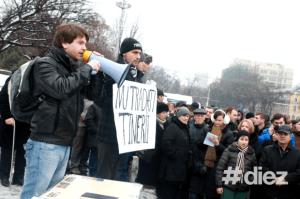 protest11-tanar la megafon-Diez.md