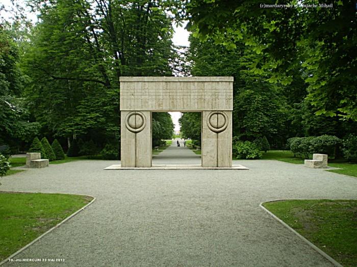 Brancusi-Poarta Sarutului