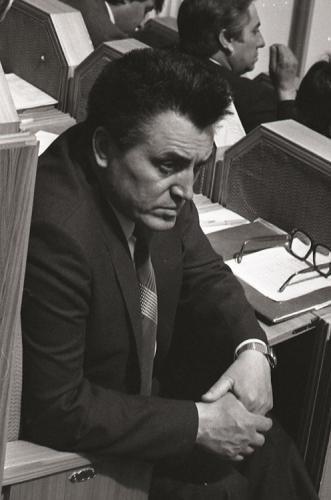 Nicolae Costin meditand in Parlamentul MD 1990