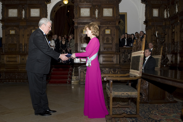 Acad. Gh. Duca primeste Coroana Romaniei de la Principesa Margareta-26-03-2015-700px