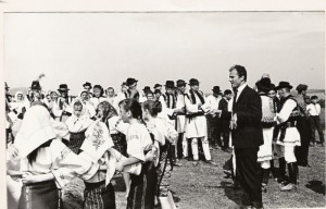 Flacara Film-Eugen Doga filmari in Bucovina cu copiii romanasi
