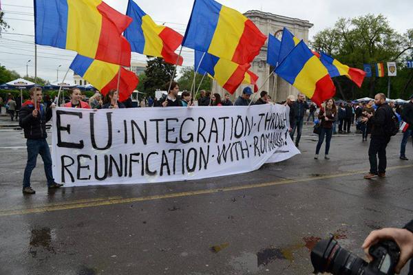 Marea Adunare Tricolora-lozinca Reunificare ENG-29mart2015-600px