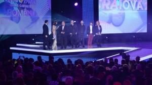 Voltaj-Castigatori Eurovision RO 4 prezentatori scena-foto TVR