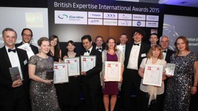 Ana Becheru-Premiu Marea Britanie-foto de grup-realitatea.net-400px