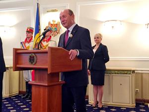 Basescu dupa decorarea cu Ordinul Stefan cel Mare Chisinau-moldova.org-300px
