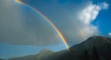 Curcubeu in culorile Tricolorului romanesc