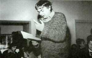 Nichita Stanescu cititnd versuri