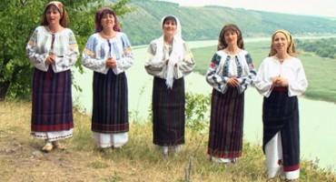 Surorile Osoianu-captura din clip Spala-ma in raul dragostei-400px