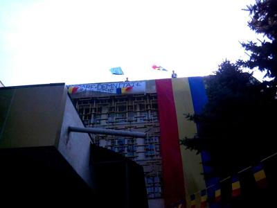 Tricolor de 15 m pe Universitatea de Stat din Moldova 1-400px
