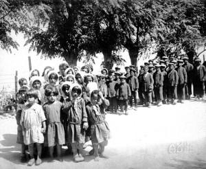 genocidul armenilor-coloana de copii-500px