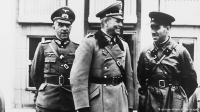 Alinta Stalin Hitler-generali rusi si germani-400px