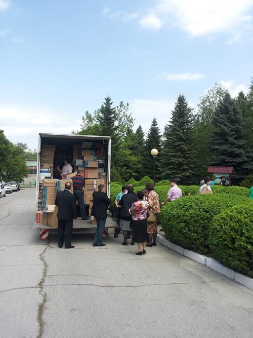 Chirtoaca-donatie mobilier -clculatoare pentru scoliTrnsnistria-1-500px