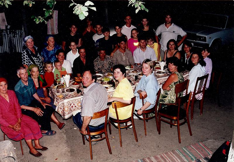 Drasliceni-Neamul Buzu dela Drasliceni-Gheorghe si Solomia-copii-nepoti-august 2000-800px