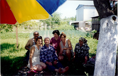 Mihail Rotaru-satul Marsinet-cernauti-Umbrela Tricolor din Gradina-400px