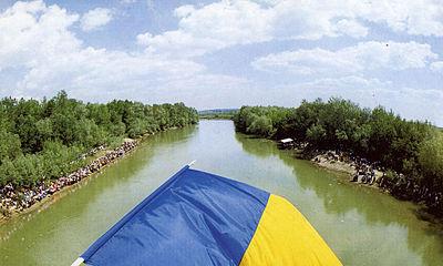 Podul_de_flori_tricolor-wikipedia.org