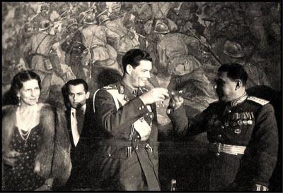 Regina-Mama-Regele-Mihai-I-Ivan-Zaharovici-Susaikov-ciocnesc pahare-400px