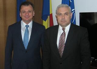 ministrul Angel Tilvar cu  Ambasadorul Ucrainei Teofil Bauer-MAE.ro-320px
