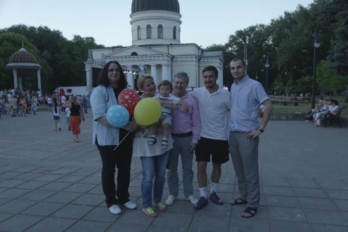 11-Luminita Dumbraveanu-Sergiu Ciorescu cu familia artistei Aurica Basarabeanca-sot-fiu-nepot-800px