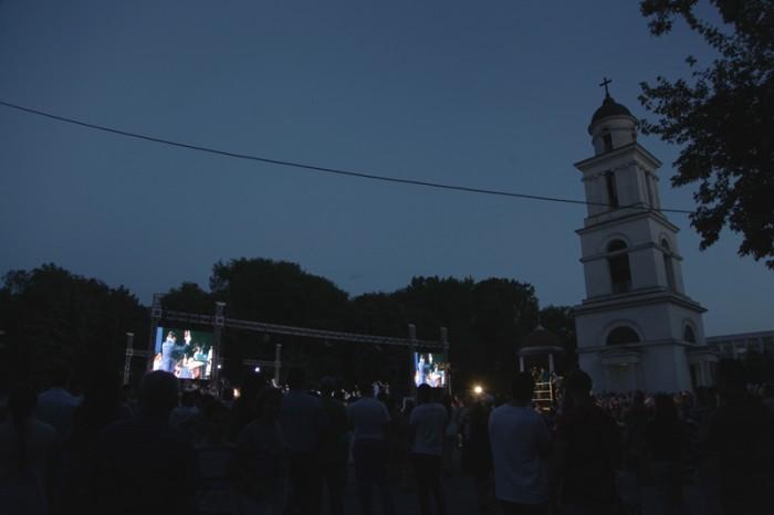 8-Concert Eugen Doga-scena-leduri-noaptea-13-06-2015-800px