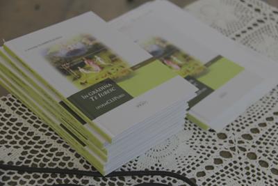 Cartea poezie in Gradina Te Iubesc - poemCLIPuri-de Luminita Dumbraveanu-PRUT 2014-400px
