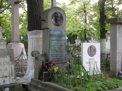 Eminescu-mormantul de la cimitirul Bellu-Bucuresti-400px