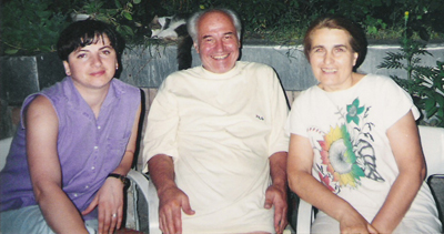 Eugen Doga-Acasa-sotia natalia si la-Eugen si Natalia si poeta Luminita Dumbraveanu-1998-400px