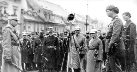 Maresalul Averescu- Carol II-1930-ceremonie publica