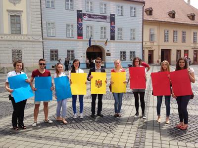 Studenti basarabeni in UE-Tricolorul patriei RM-400px