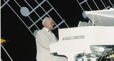 Flacara Film-Eugen Doga la pian alb-din cartea Luminitei Dumbraavanu-2012-500px