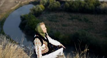 FlacaraFilm-Aurica Basarabeanca-artista-Orheiul Vechi-2012-600px