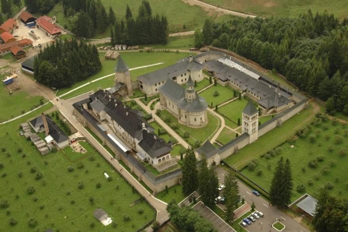 Manastirea Putna-vedere de sus-apologeticum-ro