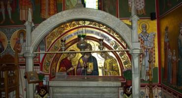 Sf Stefan cel Mare-Sf Mn Putna-mormantul-foto Luminita Dumbraveanu-01-11-2012-IMGP5314-500px