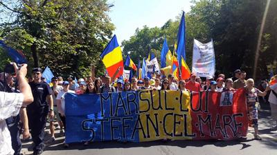 Tinerii Moldovei-Marsul Unirii- Bucuresti-banner Stefan cel Mar-12 iulie 2015-400px