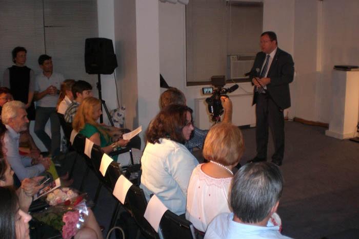 4-Eugn Doga-Vlad Lupan-Ambasadorul_RMoldova la ONU-la ICR New York 18-08-2015-700px