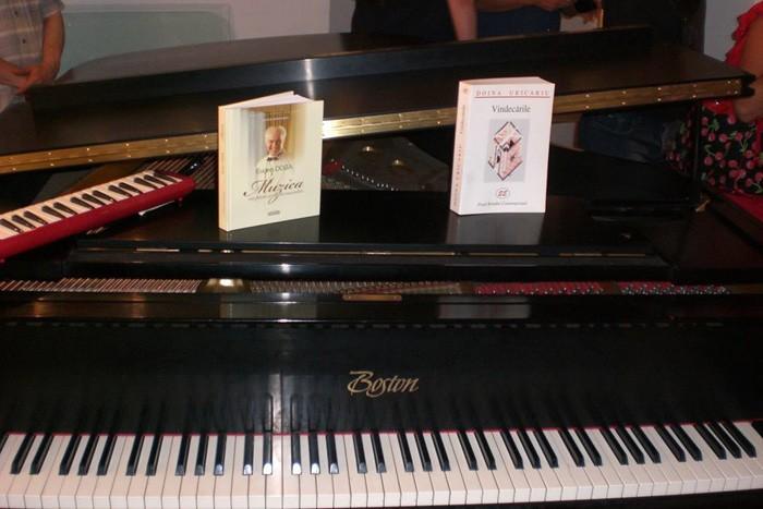 Turneu Flcara-Doga-ICR New York-18-08-2015-Carti-pian-muzicuta-700px
