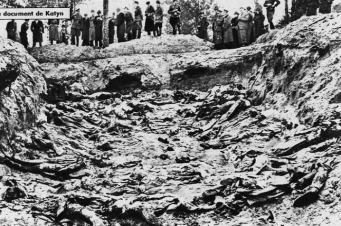 Katyn 1940-groapa comuna ofiteri polonezi-1