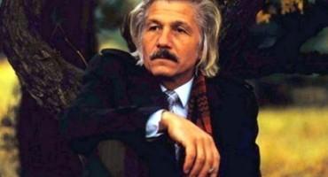 Mihai Volontir cugetator-toamna-copac-infotag-md