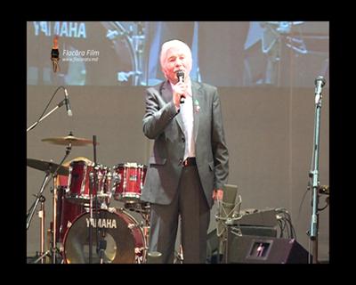 Volontir Mihai canta-Ruga pt Moldova-Teatrul Eminescu-Ziua Teatrului-26-03-2012-400px