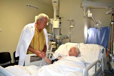 Volontir Mihai vizitat la spital de Acad GhDuca-31 iulie 2015-foto