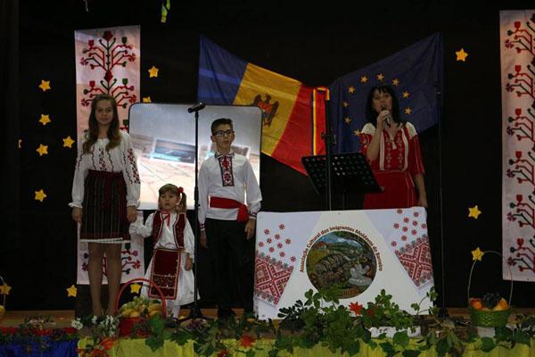 1-Portugalia-Asociatia Miorita-copii prezentatore-600px