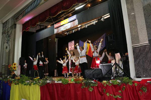 3-Portugalia-Asociatia Miorita-copii scena 1-8 nov 2015-600px