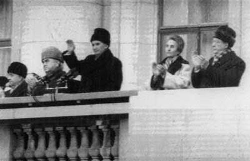 Ceausescu-balcon-huiduit de multime-21-12-1989-500px