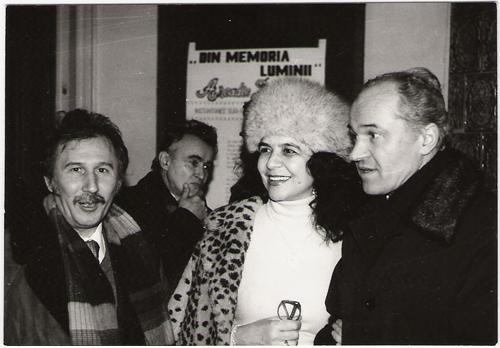 Flacara-Film-Marin Sorescu si pictorita Puia Popescu-Marvi-Eugen Doga-1980--din cartea Luminitei Dumbraveanu-500px