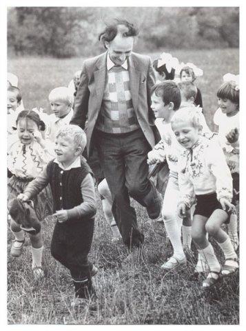 GrVieru-COLIND-Copilul cel mare al Neamului-cu grup de copii