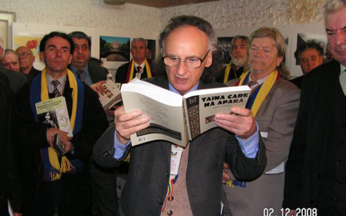 GrVieru-COLIND-citeste-grup de scriitori romani-02-12-2008-500px