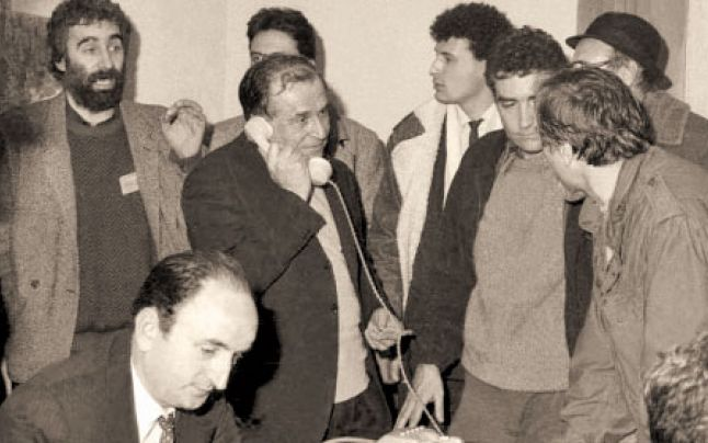 Ion Iliescu-Petre Roman s-a-sediul CC al PCR-22decembr1989-Adevarul-ro