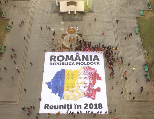 Ziua Unirii Chisinau-Harta-uriasa la Catedrala-500px