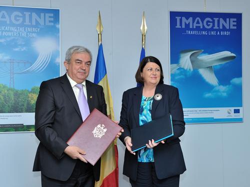 Maire Geoghegan-Quinn, Gheorghe Duca