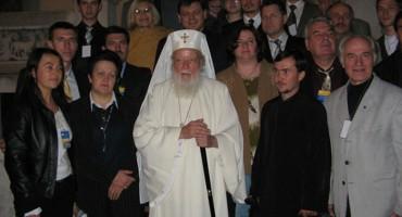 Flacara Film-Patriarhul TEOCTIST-cu basarabenii si bucovinenii sositi la Bucurestii-oct 2006-BucurestiLumi-Doga-basarabeni-bucovineni-Patriarh Teoctist-2006-500px